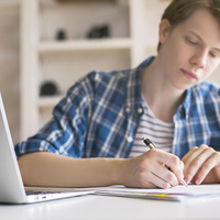4 Reasons to Start Your College Essay This Week