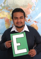 A photo of Oscar, a tutor from Pedro Ruiz Gallo University