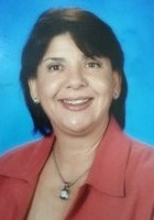 A photo of Nelia, a French tutor in Pembroke Pines, FL