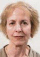 A photo of Nina, a tutor from Barnard College