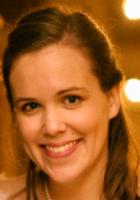 A photo of Elizabeth, a tutor from Bowdoin College