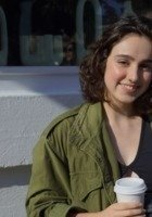 A photo of Nina, a tutor from Oberlin College